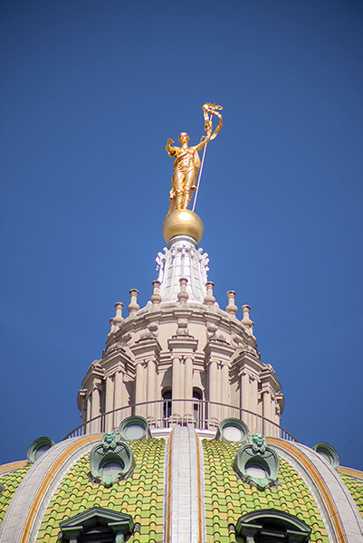 photo of the top of the Pennsylvania capitol building
